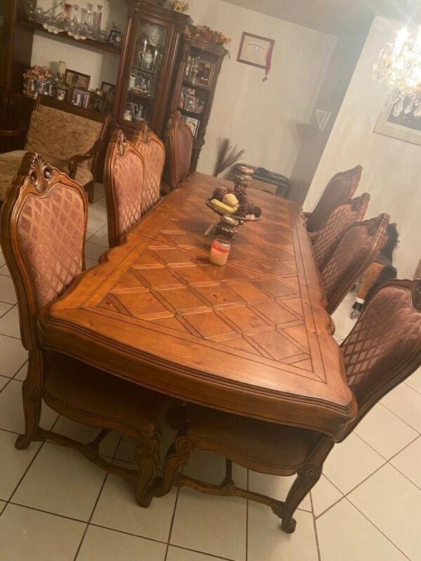 Antique Extendable Dining Table with 8 Chairs in Great Condition
