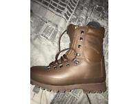 Alt berg army boots size 8 worn once like brand new ink