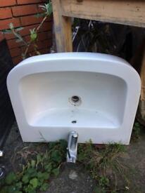 Bathroom sink in amazing condition!!!!!!!!!