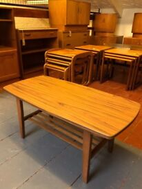 Vintage Retro 1970's Veneered Coffee Table in Excellent Condition. Lovely mid century design.
