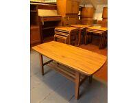 Vintage Retro 1970's Veneered Coffee Table in Excellent Condition. Lovely mid century design.