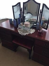 MAHOGANY DRESSING TABLE. FOOTSTOOL. AND TWO BEDSIDE CABINETS