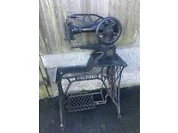 For sale //////// old singer sewing machine
