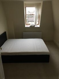 Double room close to Southfields station - Available now!