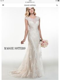 Maggie Sottero Francesca dress. Ivory over light gold. Immaculate condition and very reasonable 👰🏼