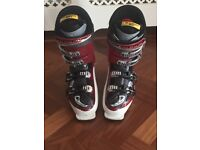 SKI BOOTS SALOMON 317 MM SIZE 7 AND A HALF TO 8 AND A HALF