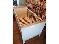 Mamas & Papas Cot / Toddler Bed