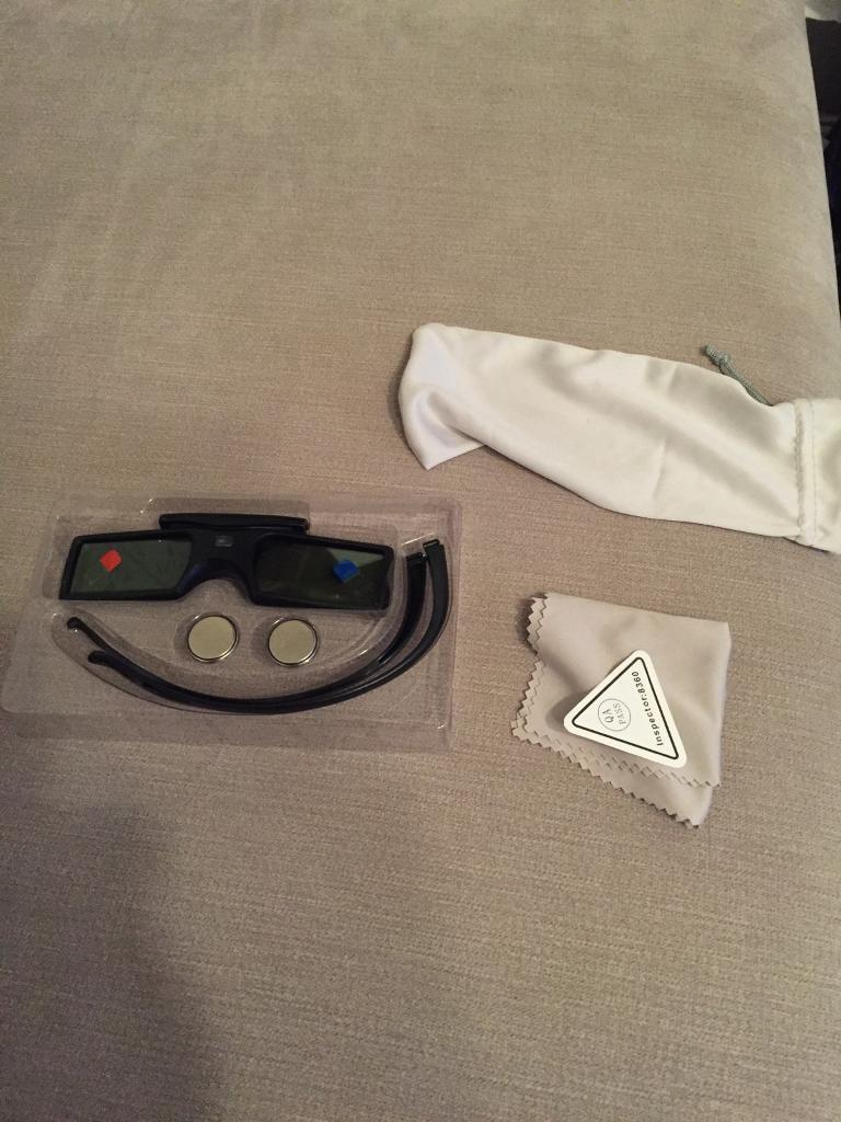 3 pairs of 3D glasses