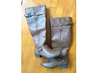 Women's boots brand new! Size 6