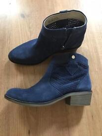Heavenly soles suede boots