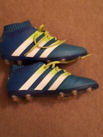 SIZE 3.5 JUNIOR ADIDAS FOOTBALL BOOTS