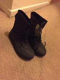 Converse size 5.5 womens boots