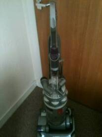 DYSON DC14 UPRIGHT VACUUM / BAGLESS,