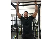 PERSONAL TRAINER IN FITNESS STUDIO. FAT LOSS AND MUSCLE BUILDING