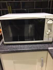 White microwave excellent condition free local delivery if required