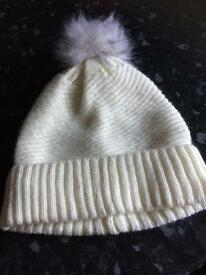 Girls white woolly hat