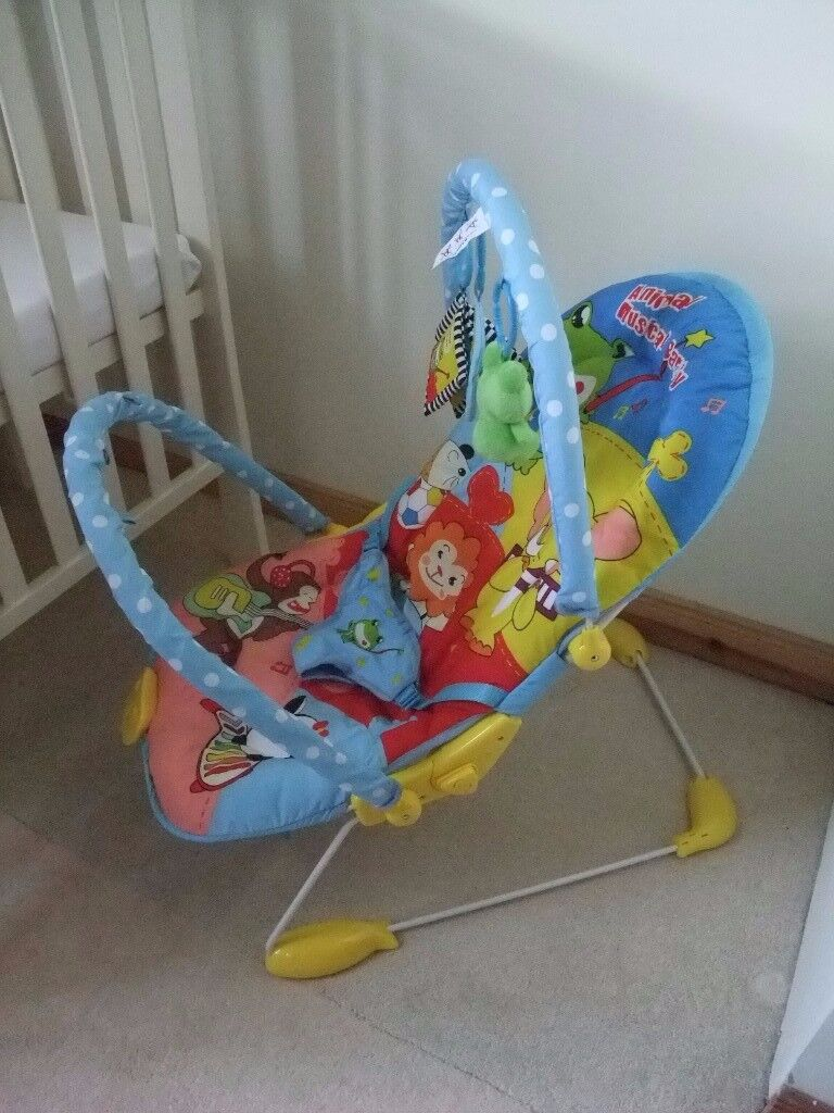 Baby bouncy seat with music and vibration - like new