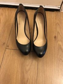 Black guess high heeled shoes