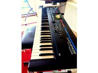 ROLAND JUNO STAGE - great keyboard with £££ Gator bag