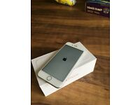 I phone 6 in silver 16gb on EE excellent condition