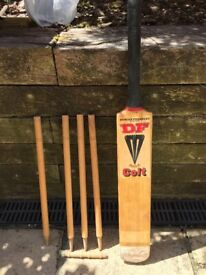 Duncan Fairley Colt junior cricket bat and stumps