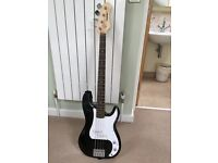 Grab this bargain quick Performer classic bass guitar only £110 (with case)