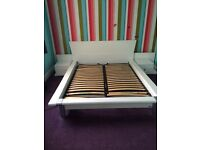 Kingsize bed with matching drawers