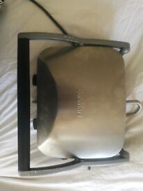 Cuisinart grill with griddle and panini settings, flat plates and ridged plates