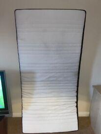 Single memory foam mattress (6 months old)