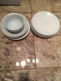 5 Dinner plates and 5 various bowls