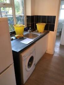 Cheep kitchen. 2 yrs old £ 100