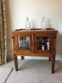 Repro solid wood drinks/display cabinet