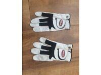 Left handed golf gloves