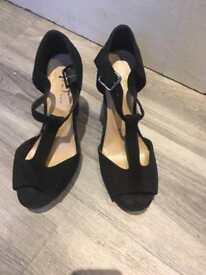 New look size 6 black heels