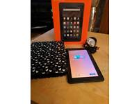 Kindle fire 7 8GB plus extras
