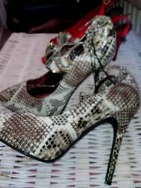 Size 6 heels new with tags