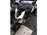 Peugeot speedfight 50cc 2 stroke. Runs but needs 2 things easy fix