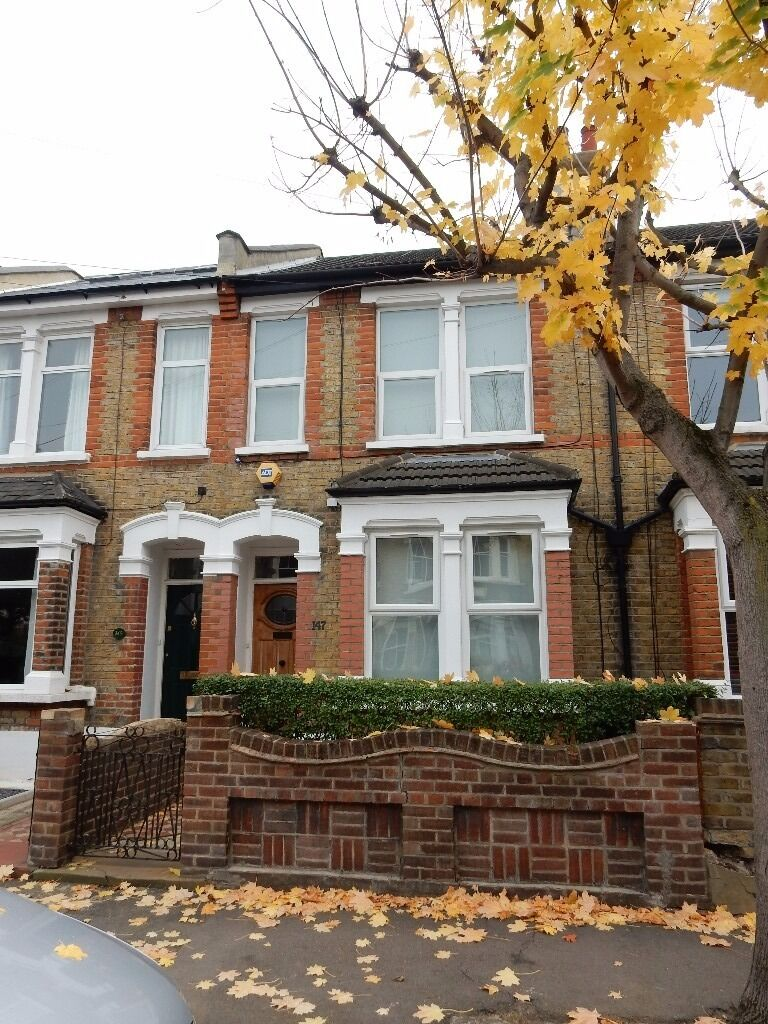 Lovely three bedroom newly refurbished family home close to Leyton/Leytonstone station