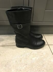 Lovey Girls Size 2 Black Boots with Buckle