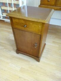 Retro Stag bedside/lamp table in oak.