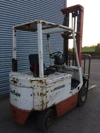NISSAN 2 1/2 TON ELECTRIC FORKLIFT