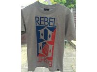 Mens Rebel Eight Tee-Shirt in grey - size small