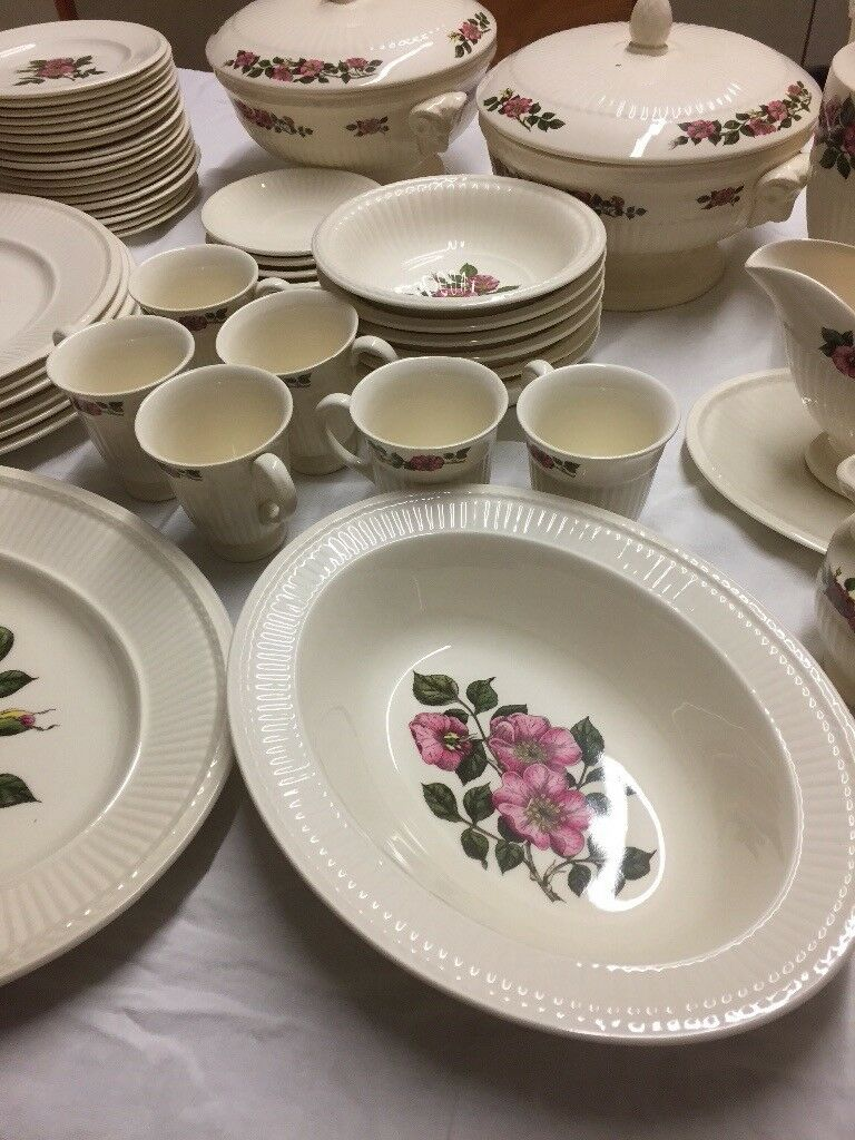 Wedge wood briar rose dinner set
