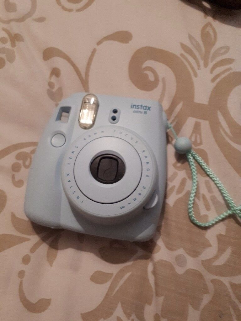 Instax mini 8 instsbt camera very good condition full working order telephone 07388897565...........