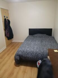 Double bed room near Manchester city centre (hulme)