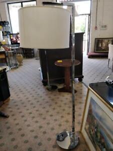 LAMPES SUR PIED --- FLOOR LAMPS