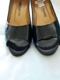 ßlack patent shoes size 5
