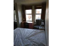 2 x large double rooms to let