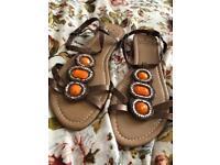 Tommy&Kate designer sandals size 6