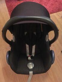 Maxi Cosi Cabriofix car seat & Isofix Base bundle